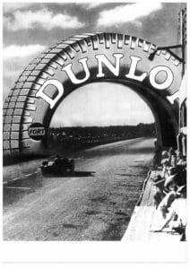 1930 - Le pneu sur l'avenue Dunlop - Copy