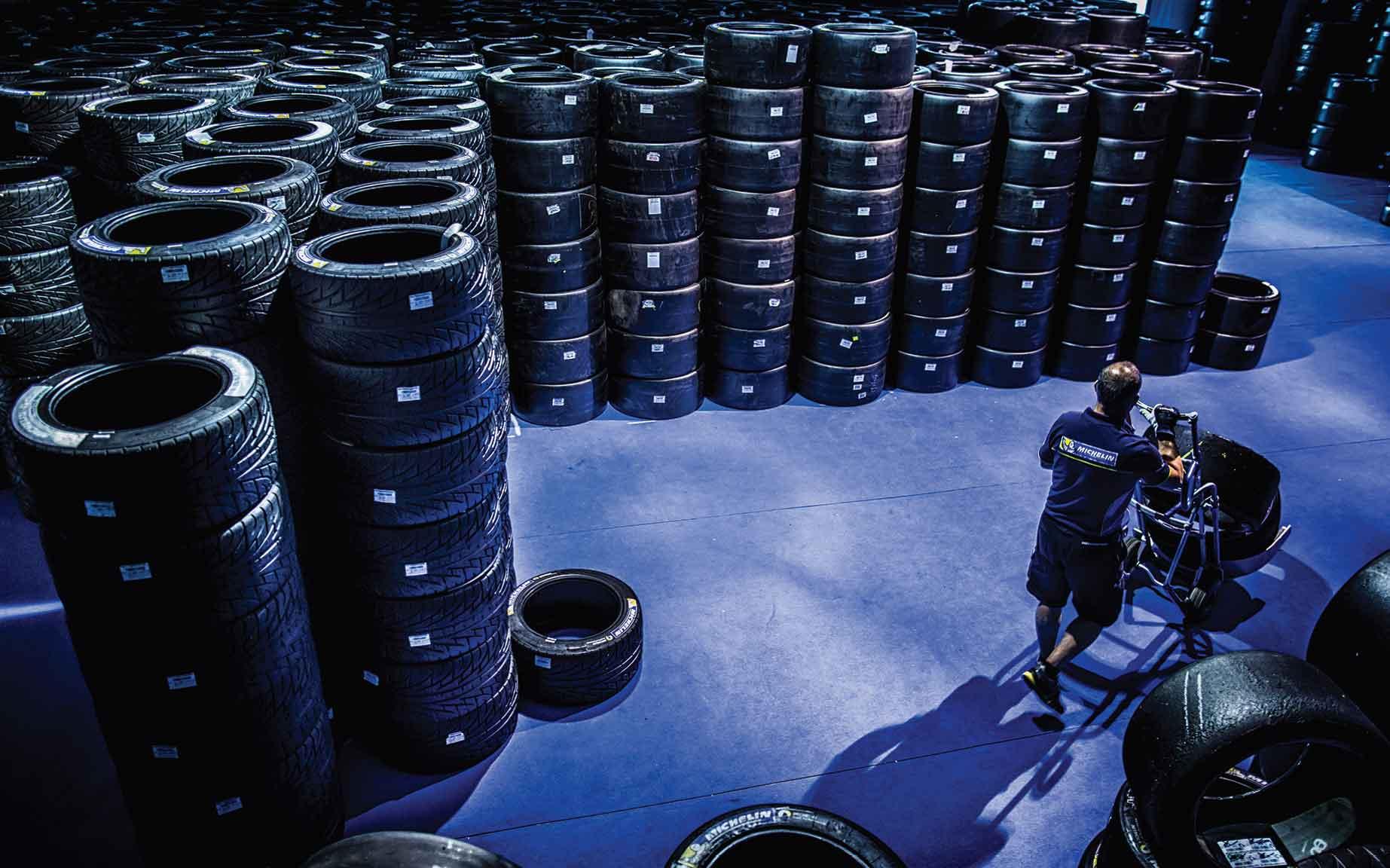 almacen-neumáticos-reciclados