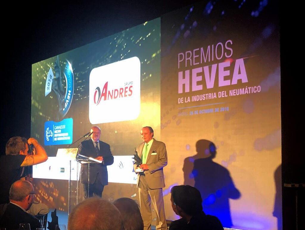 Eustaquio-Andrés-recoge-premio-Hevea