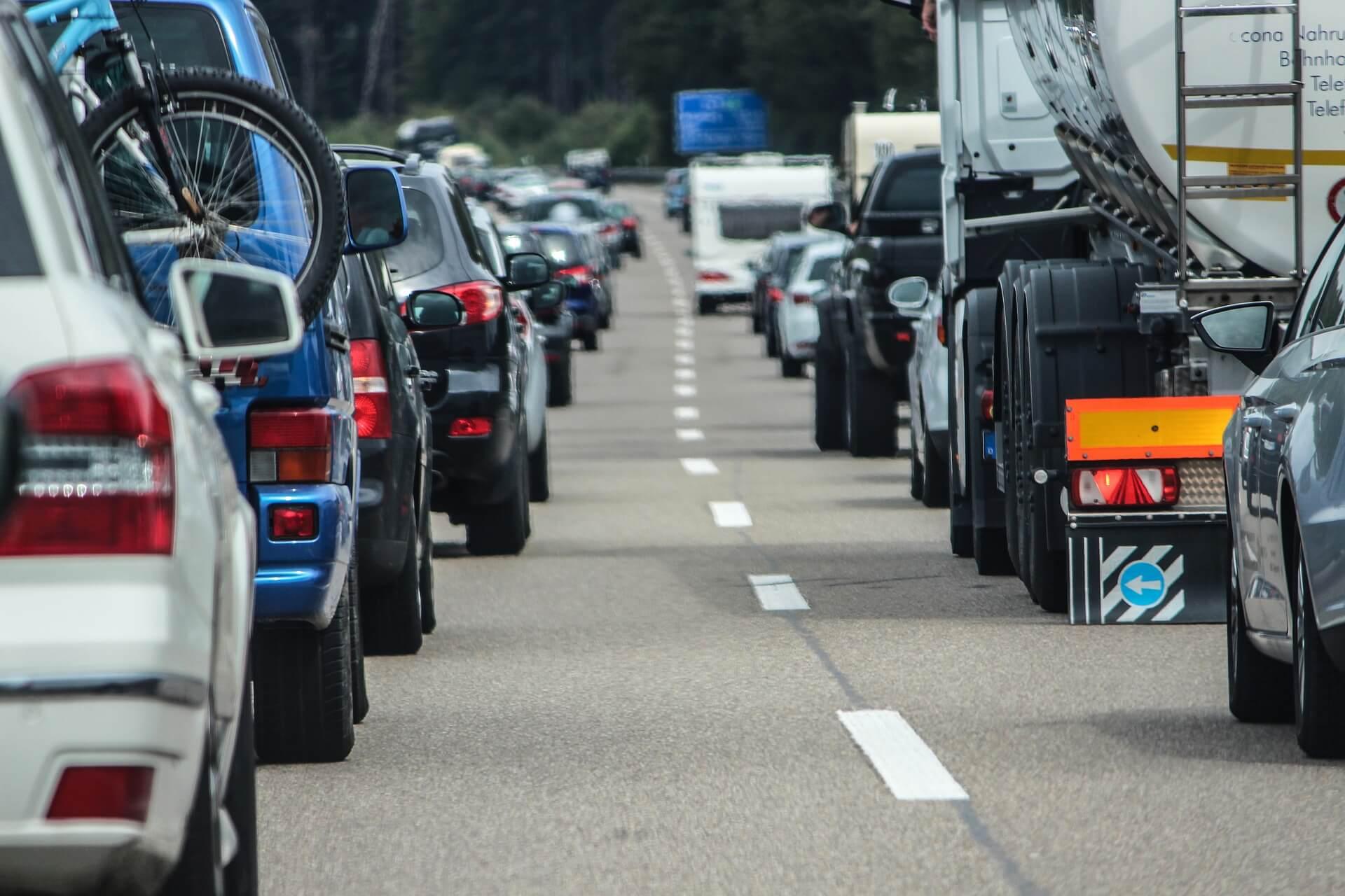 Carretera neumáticos desgastados