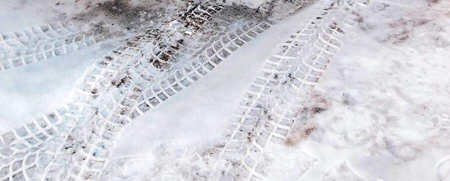 Huella de neumáticos nieve
